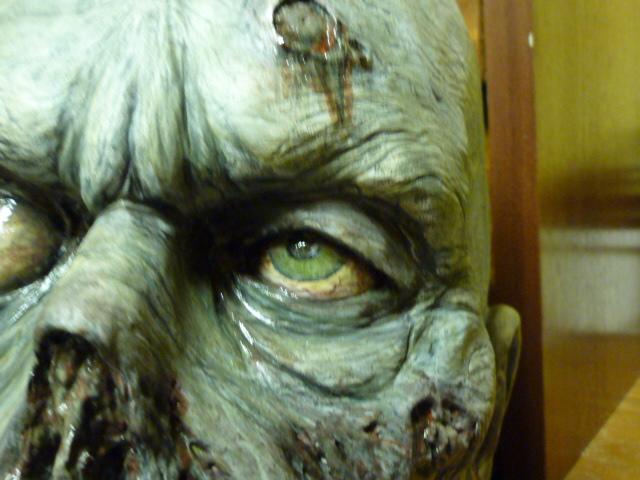 un petit zombie pour la route ??? P1110612
