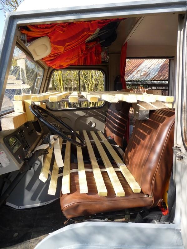 Présentation & Restauration : Transformation d'un type H en camping car moderne ! P1080410