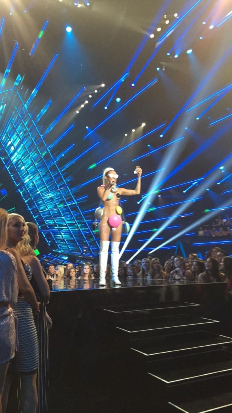 30 août 15 - Jared présentateur des MTV VMAs Jaredl11