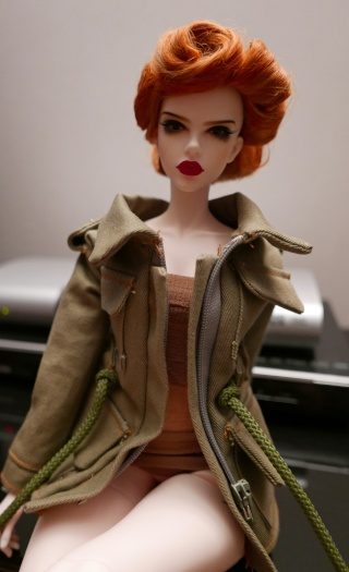 (Raccoon doll Lucy) Pinup militaire: veste, bottes, casque Airbor10