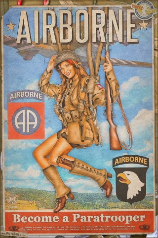 (Raccoon doll Lucy) Pinup militaire: veste, bottes, casque Propag10