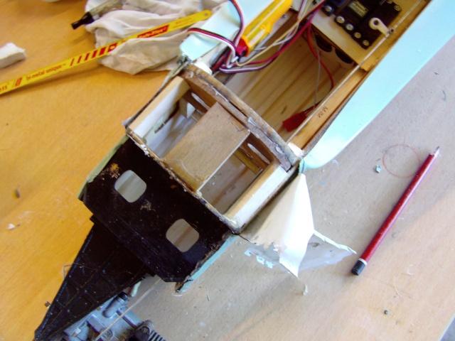 Réparation d'un petit MIG 3 Rypara16