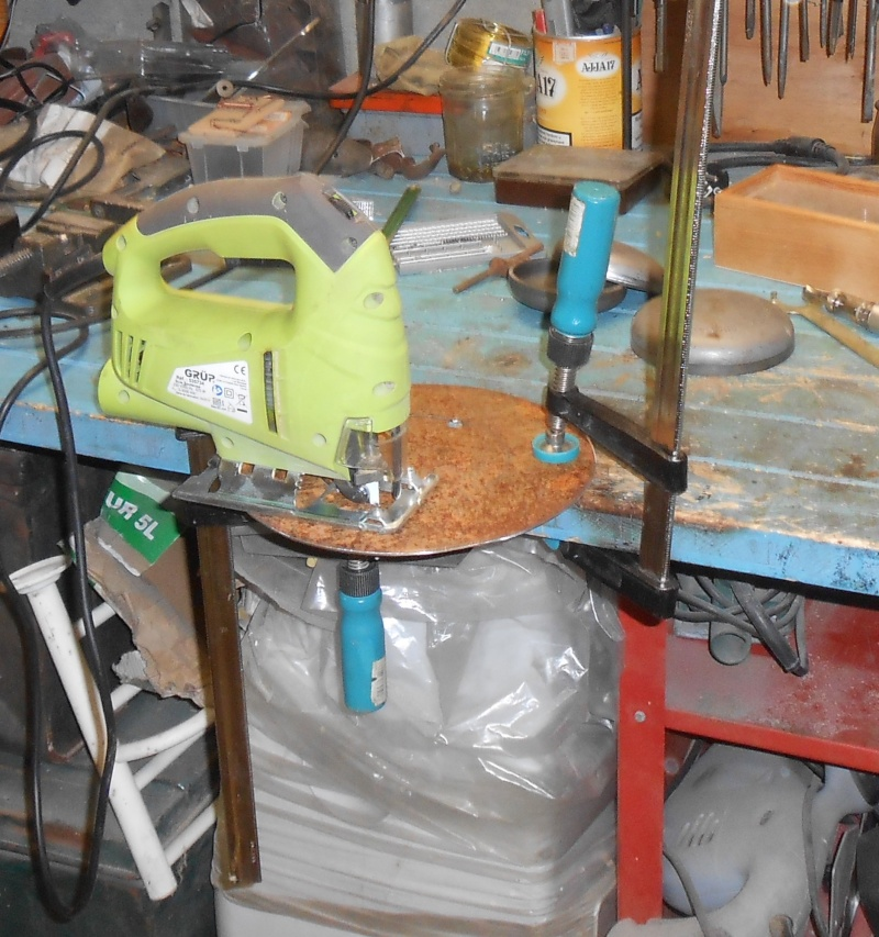 fabrication d'un bouclier  Dscn2123