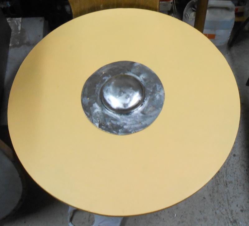 fabrication d'un bouclier  Dscn2212