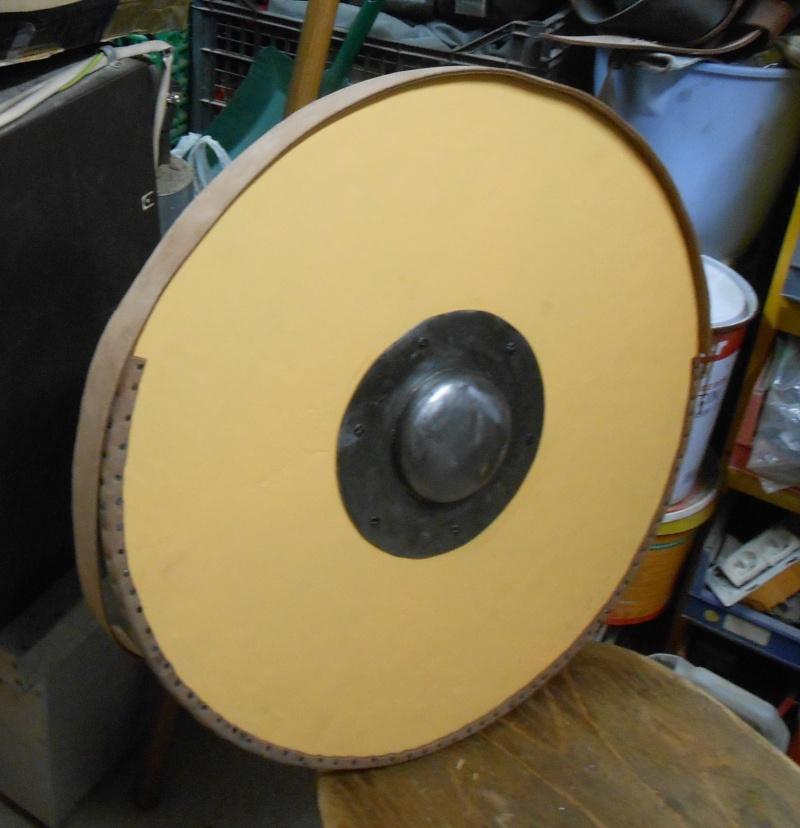 fabrication d'un bouclier  Dscn2213