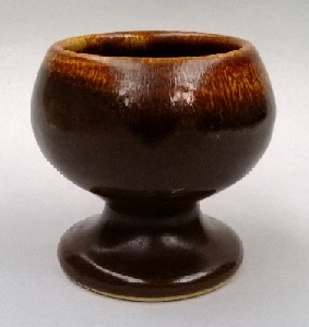 Is this eggcup Beach, Clay Craft or Peter Lowry? Eggcup10