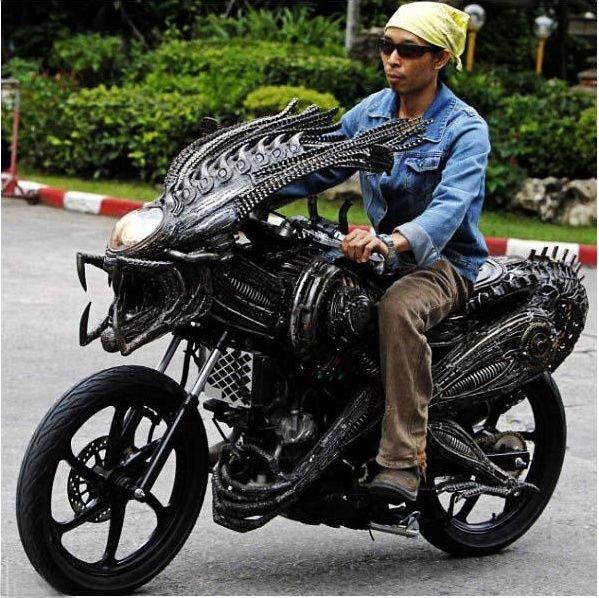 No limit à l'imagination pour les motos, Humour of course! A11