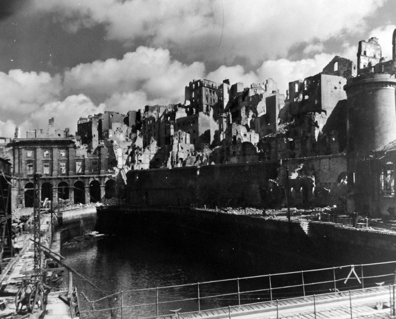 Brest en ruines... - Page 2 15486911