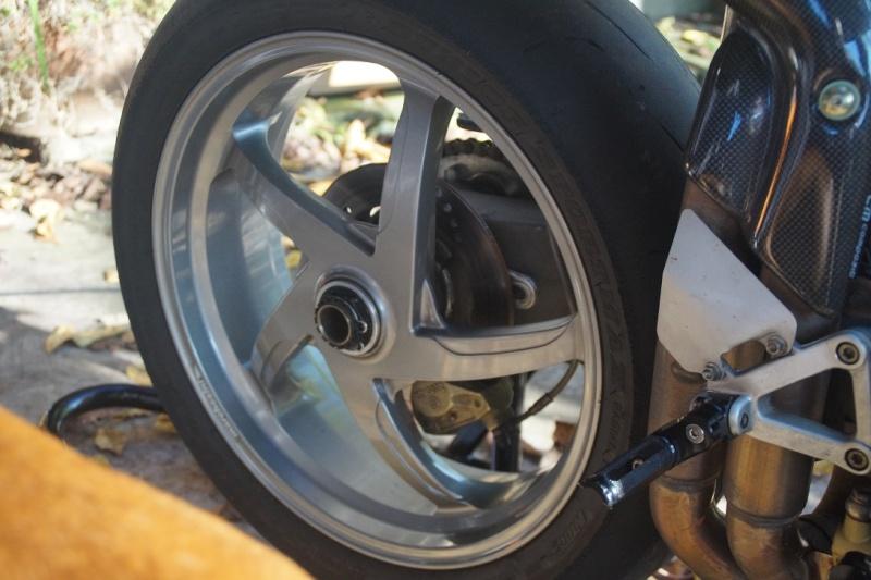 Diverses pièces Ducati, principalement 748-916-996-998.   Dsc05015