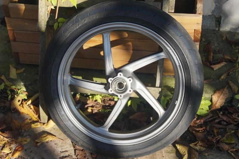 Diverses pièces Ducati, principalement 748-916-996-998.   Dsc05017