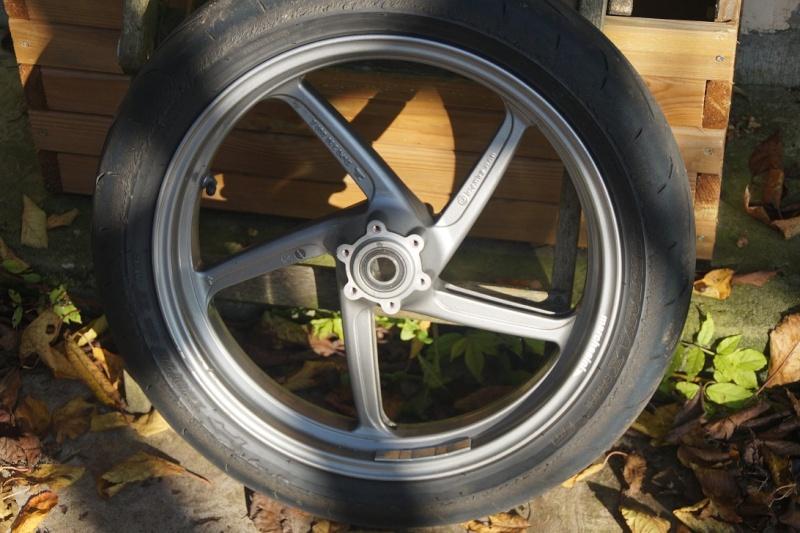 Diverses pièces Ducati, principalement 748-916-996-998.   Dsc05018