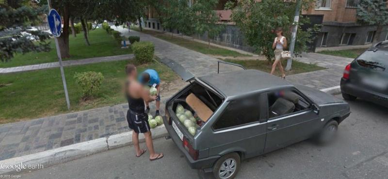 STREET VIEW :La faiblesse de l'homme, c'est la femme. Astrakhan, Russie Ddd10
