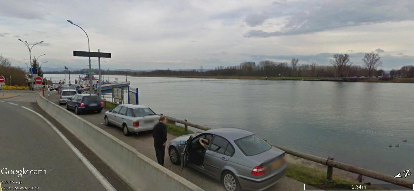 """""""Passe ton bac, d'abord"""". Un prolongement de la route sur le fleuve. S11"""