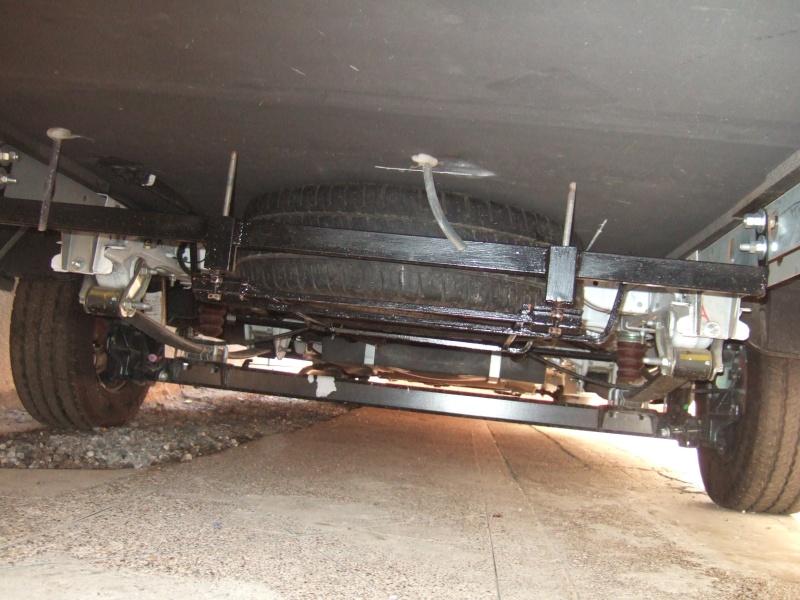 [INFOS Techniques] placer un pneu de rechange sous le CC Dscf5511
