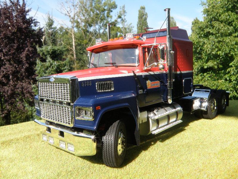Ford LTL 9000 1:25 von Revell 00410