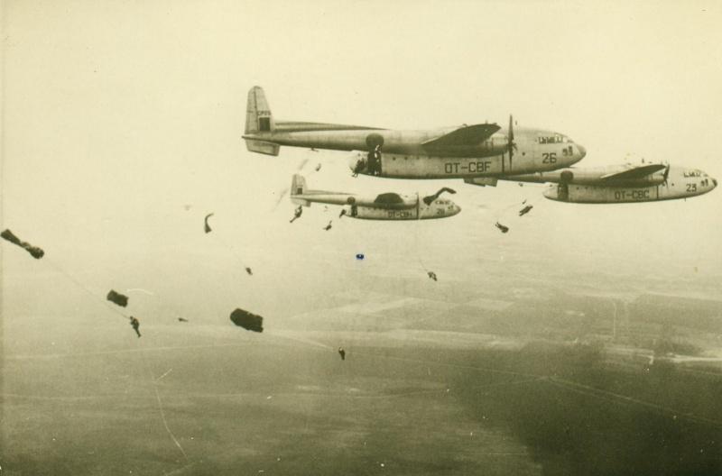 Parachutage de C119 en 1963. Serge_20