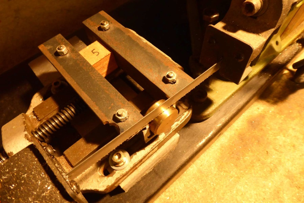 Améliorations de l'étau d'une scie à ruban à métal 1110