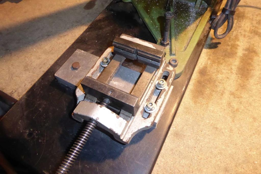 Améliorations de l'étau d'une scie à ruban à métal 210