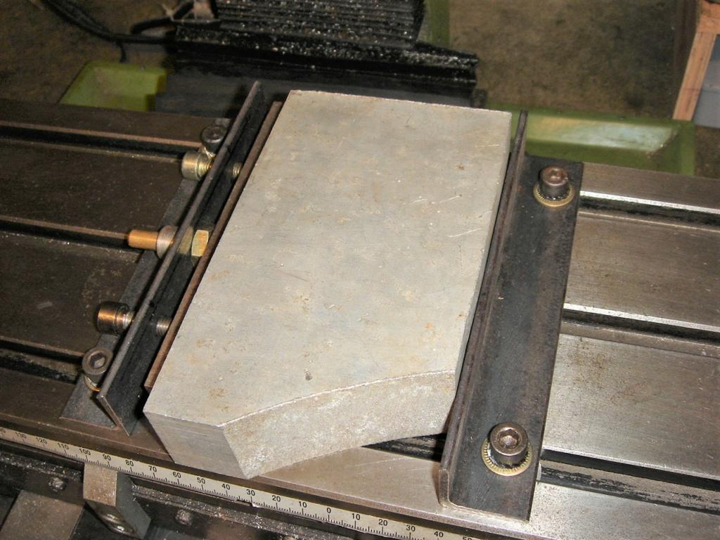 fabrication d'un étau de fraisage grand modèle économique Dsc00721