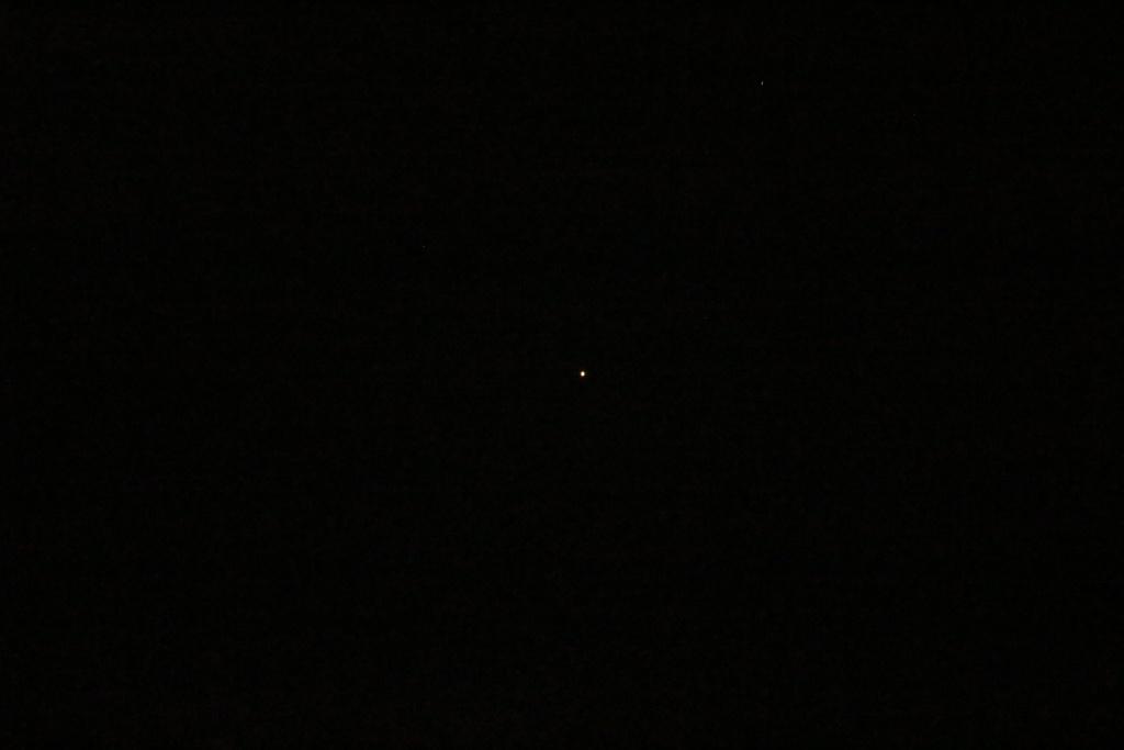 2015: le 28/08 à 00h20 - Lumière étrange dans le ciel  -  Ovnis à Crozon - Finistère (dép.29) - Page 2 Img_4410