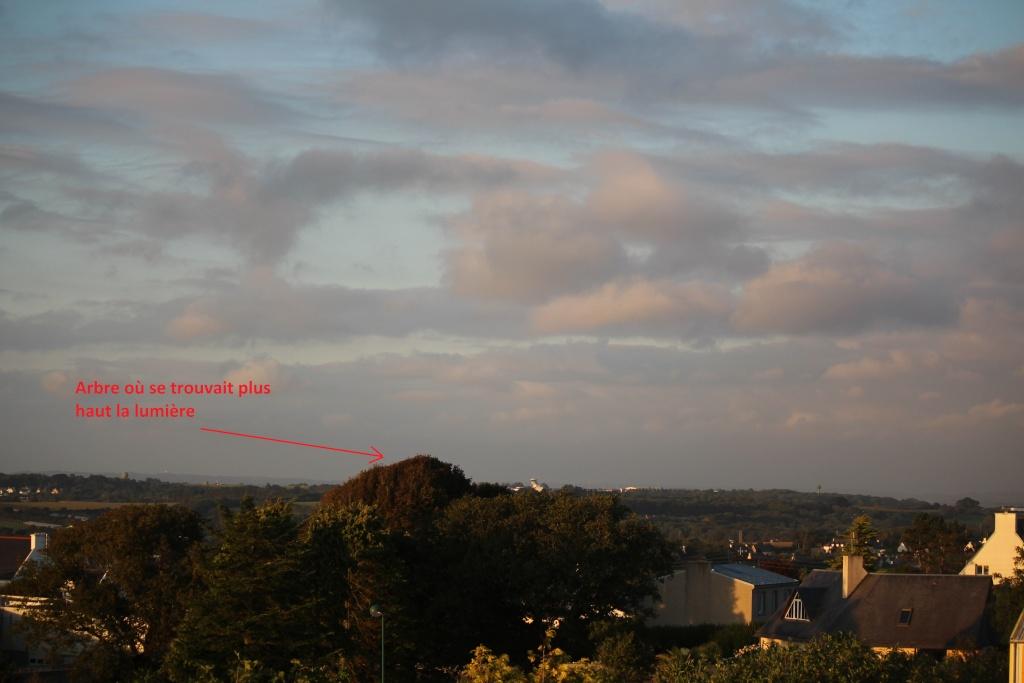 2015: le 28/08 à 00h20 - Lumière étrange dans le ciel  -  Ovnis à Crozon - Finistère (dép.29) Img_4412