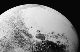 Pluton : de nouveaux clichés révèlent les reliefs complexes de la planète  47538210