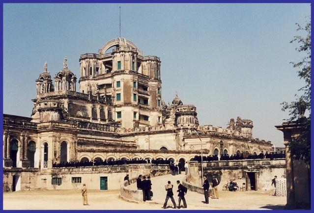 Monuments, gares, châteaux,... dans le monde Collag10