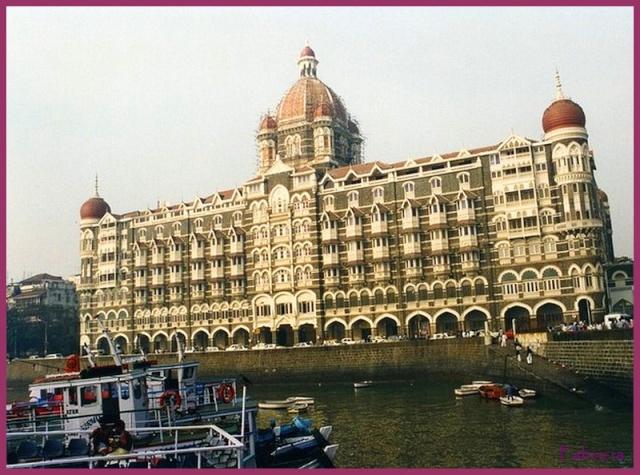 Monuments, gares, châteaux,... dans le monde Taj_ma10