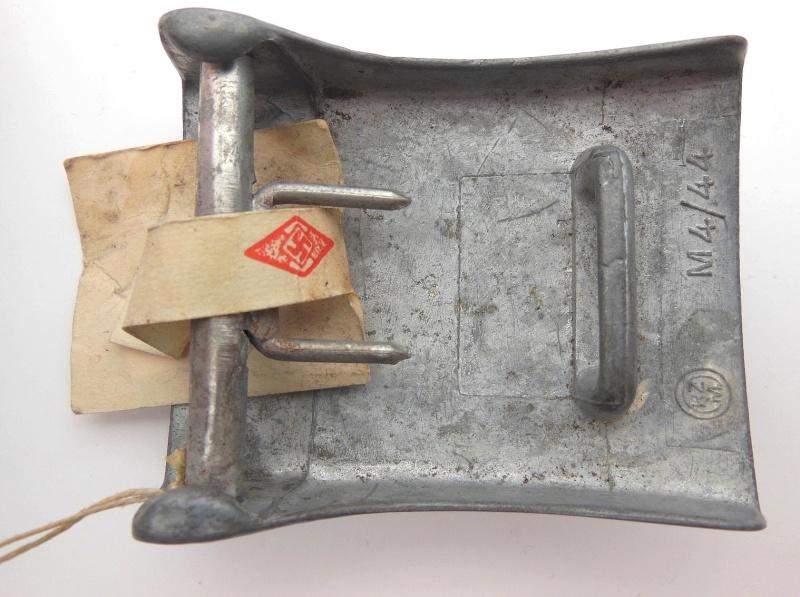 Boucle HJ (zinc) avec étiquette RZM et étiquette fabriquant- RZM M4/44  Dscn5918