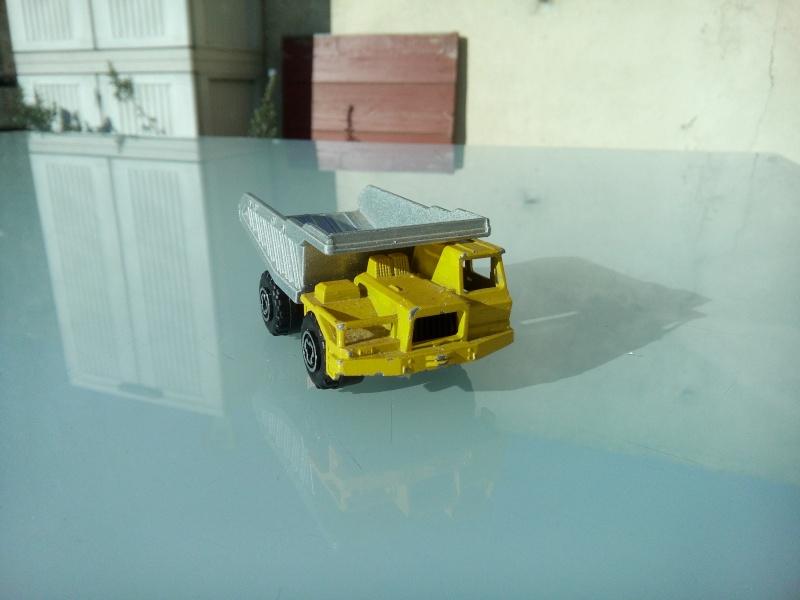 les ptites autos de romeo :) Img_2080