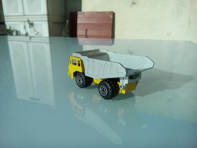 les ptites autos de romeo :) Img_2082