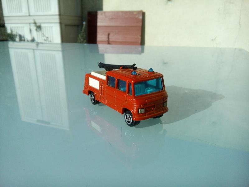les ptites autos de romeo :) Img_2086