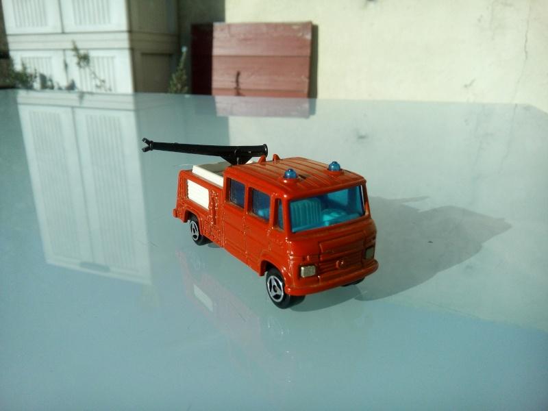 les ptites autos de romeo :) Img_2087