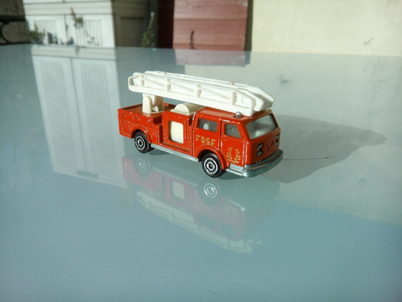 les ptites autos de romeo :) Img_2095