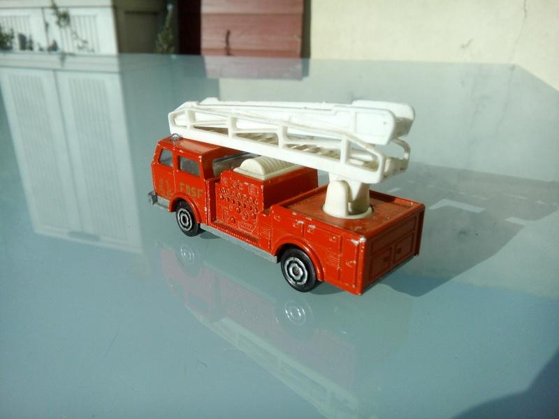 les ptites autos de romeo :) Img_2097