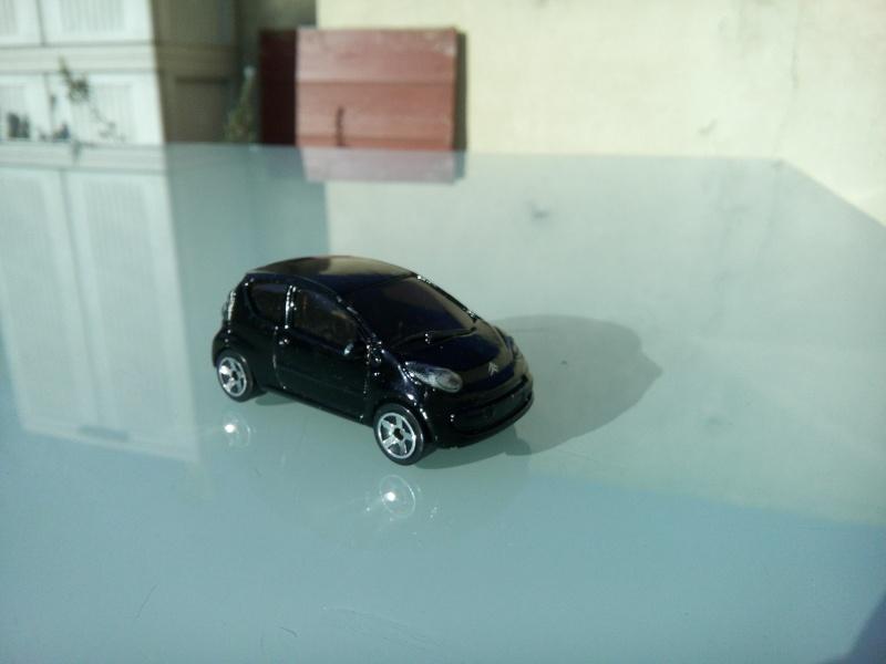 les ptites autos de romeo :) Img_2105