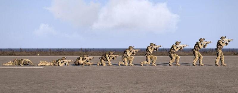 Comment tirer droit ? les postures de tir Armast10