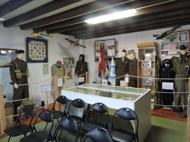 Musée de la Paix à Semur en Vallon ( 72). Dscn5163