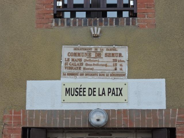 Musée de la Paix à Semur en Vallon ( 72). Dscn5211