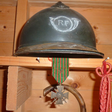 voici un lien sur les casques Français Cid_a011
