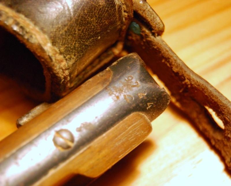 Les étuis cuir et autres pour les P 08 d'artillerie 1913-1946. Dsc_0012