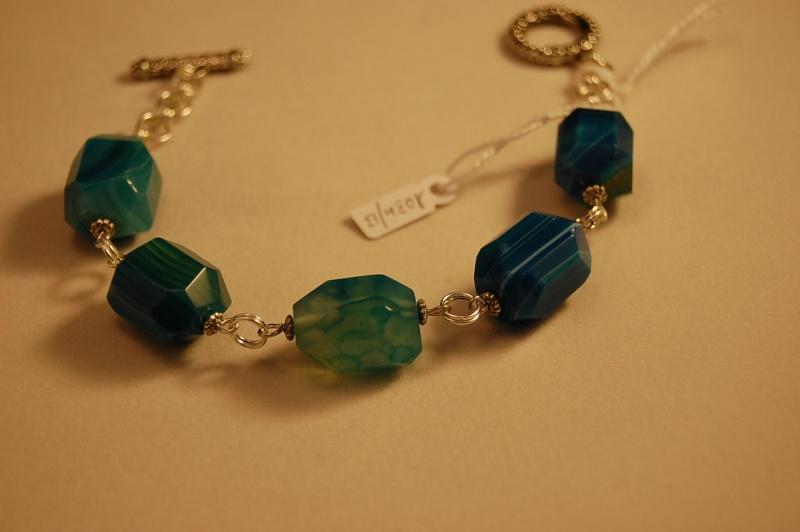 des bracelet en pierres Dsc_1011