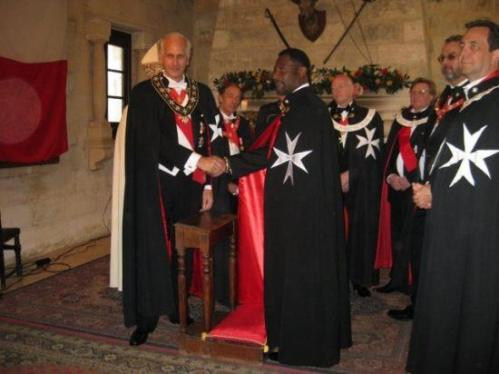 El Rey de Ghana investido Caballero de Malta King-a11