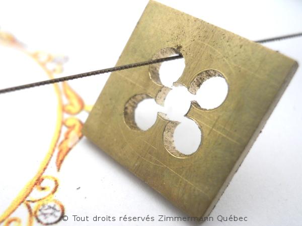 Fleur ajourée, rubis et diamants Dscn7915