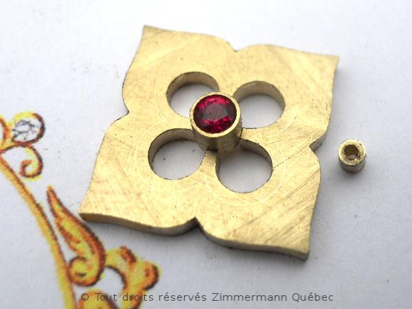 Fleur ajourée, rubis et diamants Dscn7916