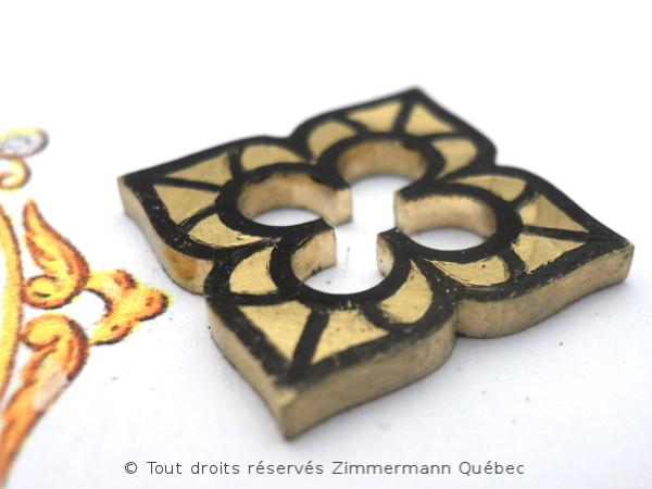 Fleur ajourée, rubis et diamants Dscn7917