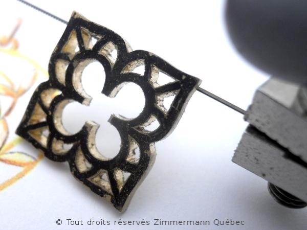 Fleur ajourée, rubis et diamants Dscn8011