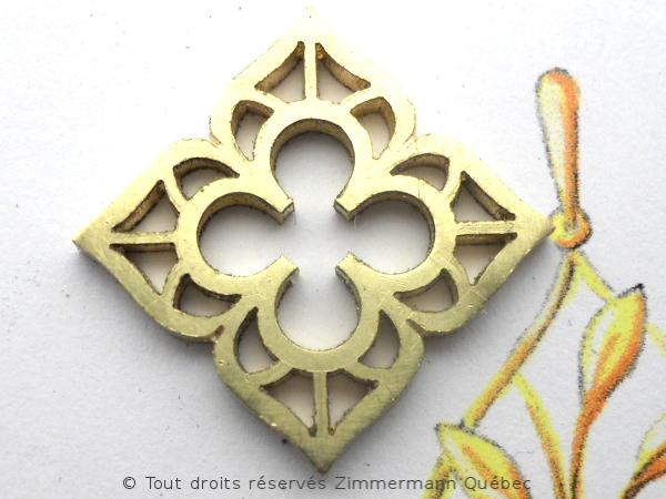 Fleur ajourée, rubis et diamants Dscn8012
