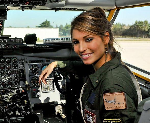 miss novembre : Miss France 2011 vole à bord d'un C135 Capt_110