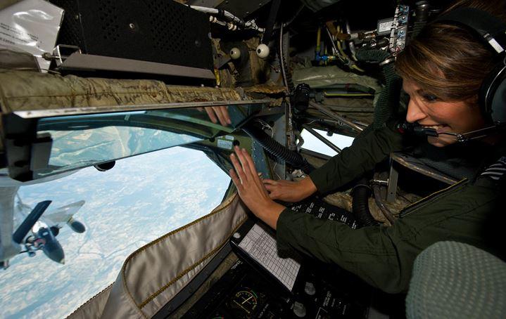miss novembre : Miss France 2011 vole à bord d'un C135 Capt_112